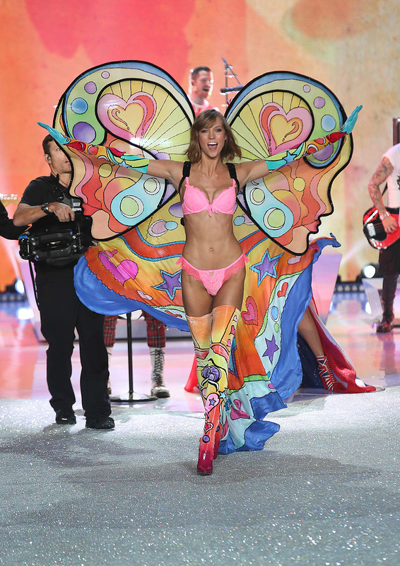 Victoria's Secret Fashion Show CATWALK with Karlie Kloss, Alessandra Ambrosio, Taylor Swift and more