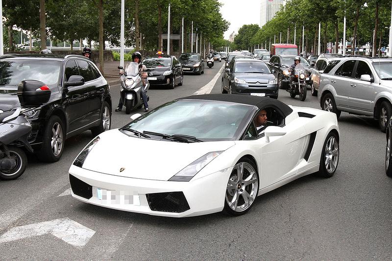 Kanye West and Kim Kardashian drive around Paris