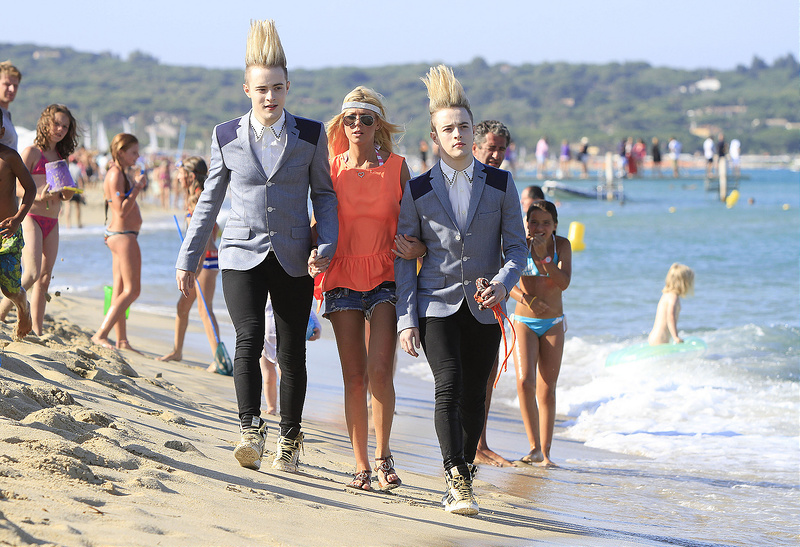 Tara Reid with the Jedward twins