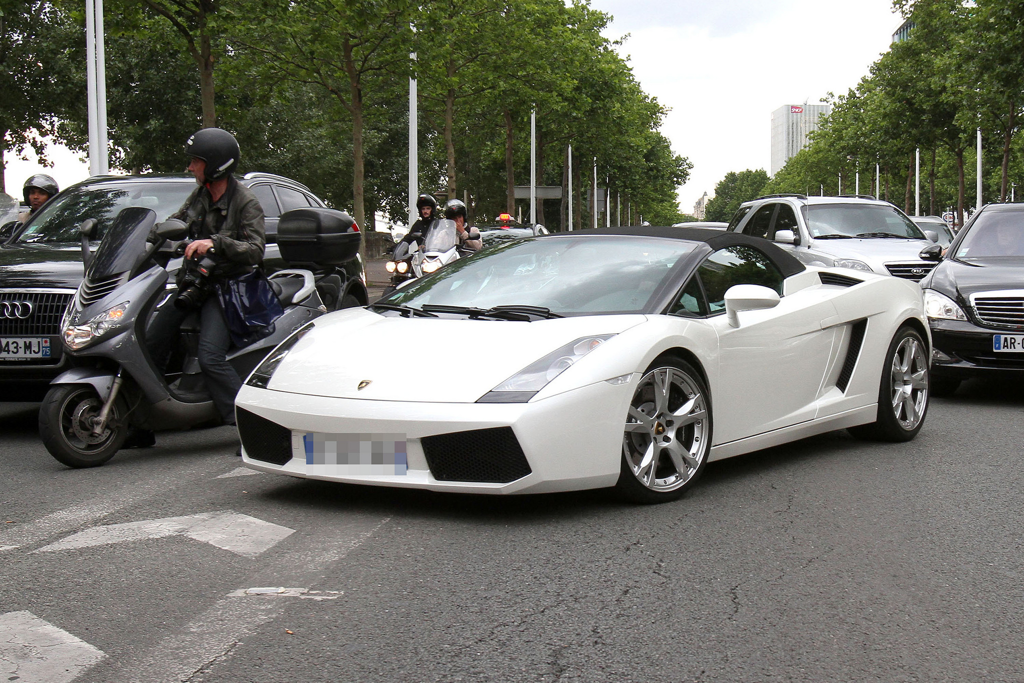 Kanye West and Kim Kardashian drive around Paris