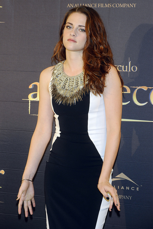 Kristen Stewart continues to be awkward around the globe