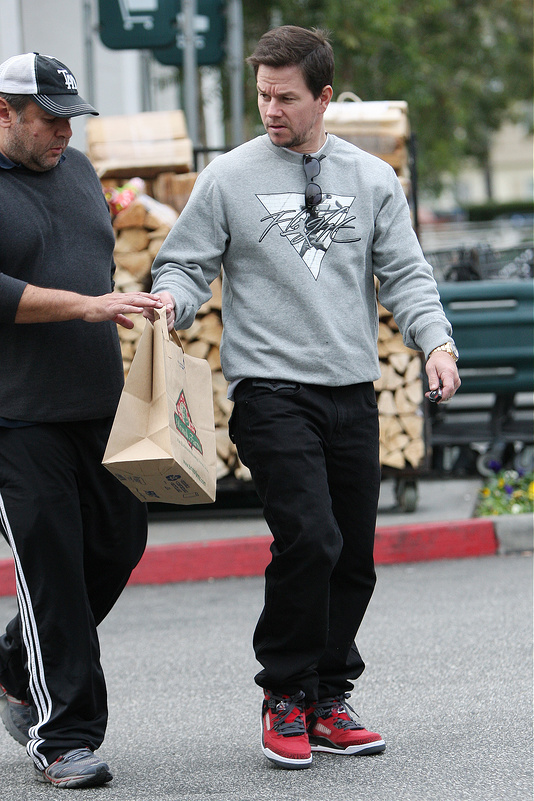 Celebrities out doing their Christmas shopping