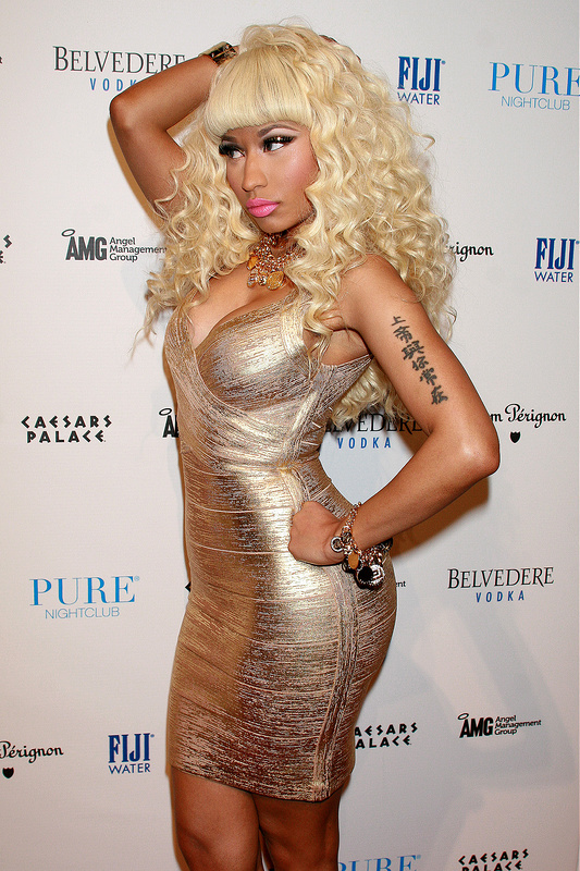 Nicki Minaj melted a gold dress onto her body!!!