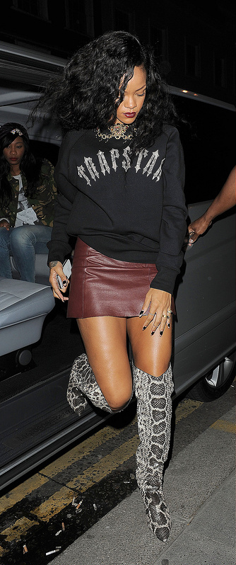 Rihanna - What do you think of her look?