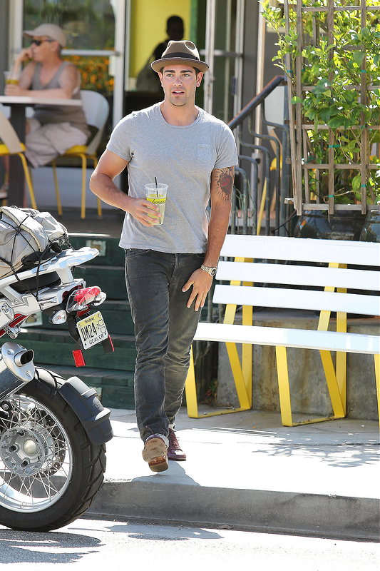 Jesse Metcalfe Out and About