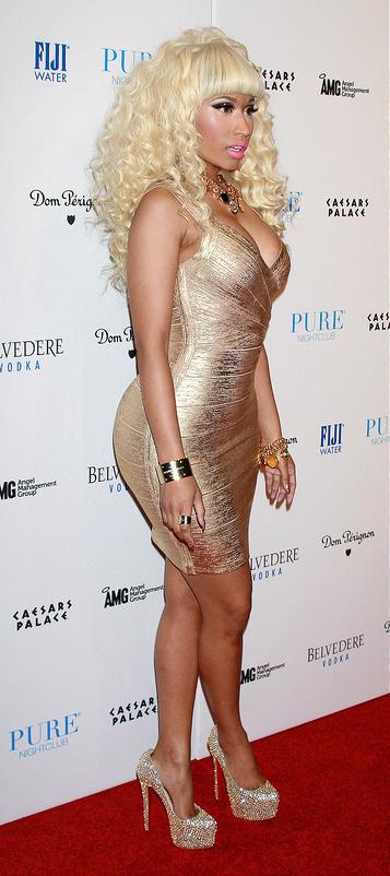 Nicki Minaj melted a gold dress onto her body!!!