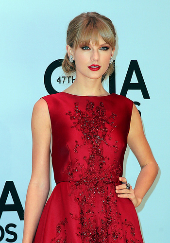 47th Cma Awards Taylor Swift Carrie Underwood Lucy Hale Friends Entertainment Ie