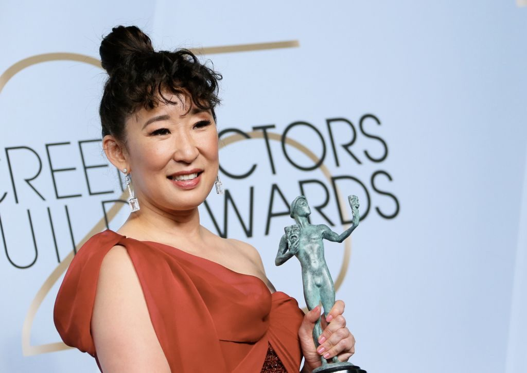 "Outstanding Performance by a Female Actor in a Drama Series for ""Killing Eve"" winner Sandra Oh poses in the press room during the 25th Annual Screen Actors Guild Awards at the Shrine Auditorium in Los Angeles on January 27, 2019. (Photo by Jean-Baptiste LACROIX / AFP)        (Photo credit should read JEAN-BAPTISTE LACROIX/AFP/Getty Images)"