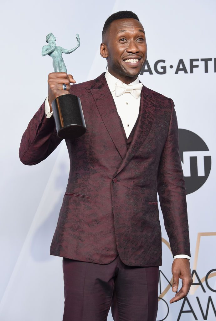 LOS ANGELES, CA - JANUARY 27:   Mahershala Ali, winner of Outstanding Performance by a Male Actor in a Supporting Role for 'Green Book,' poses in the press room during the 25th Annual Screen Actors Guild Awards at The Shrine Auditorium on January 27, 2019 in Los Angeles, California. 480645  (Photo by Gregg DeGuire/Getty Images for Turner)