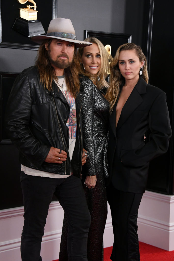 LOS ANGELES, CALIFORNIA - FEBRUARY 10: (L-R) Billy Ray Cyrus, Tish Cyrus and Miley Cyrus attend the 61st Annual GRAMMY Awards at Staples Center on February 10, 2019 in Los Angeles, California. (Photo by Jon Kopaloff/Getty Images)