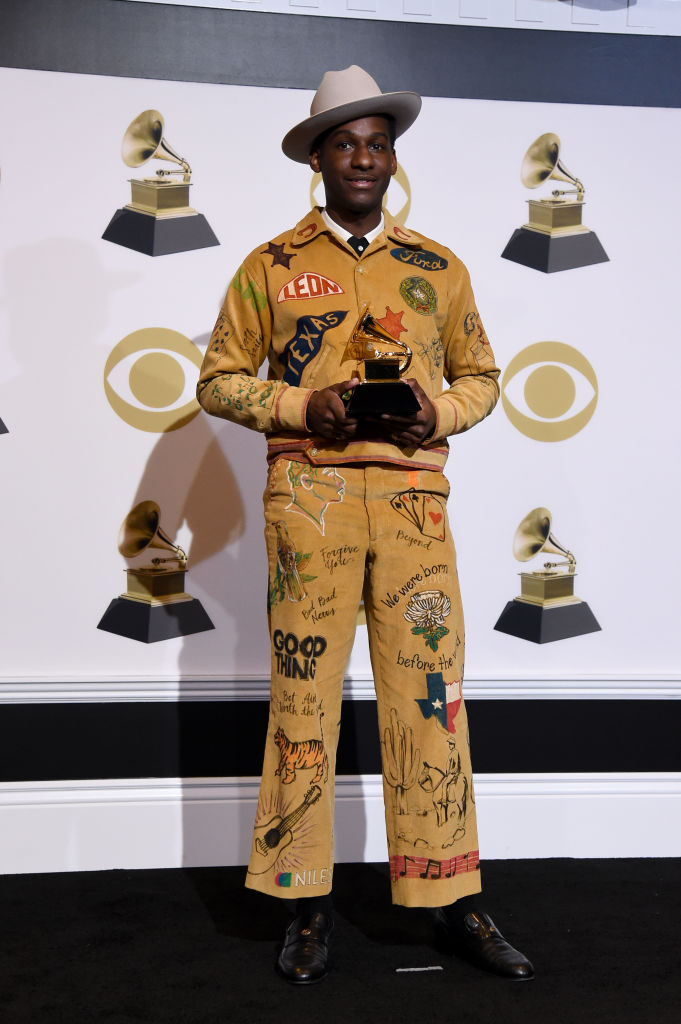 LOS ANGELES, CALIFORNIA - FEBRUARY 10: Leon Bridges, winner of Best Traditional R&B Performance for 'Bet Ain't Worth the Hand,' poses in the press room during the 61st Annual GRAMMY Awards at Staples Center on February 10, 2019 in Los Angeles, California. (Photo by Amanda Edwards/Getty Images)