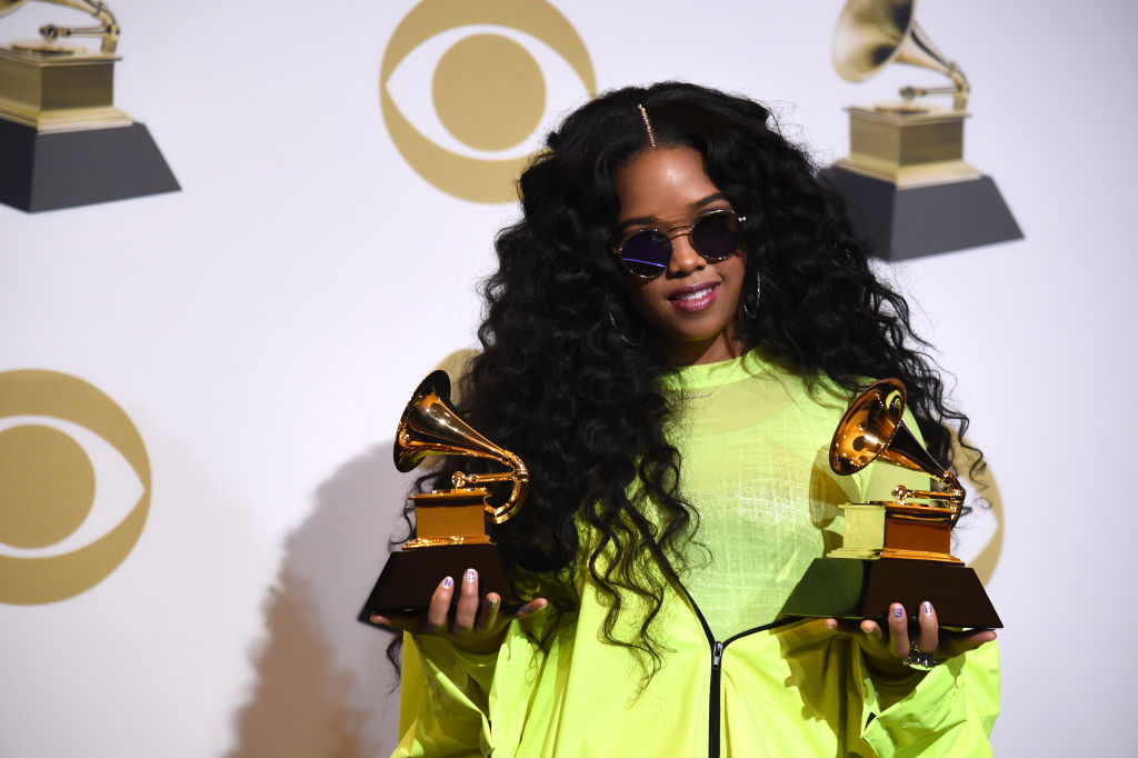 "LOS ANGELES, CALIFORNIA - FEBRUARY 10: H.E.R, winner of Best R&B Performance for ""Best Part"" and winner of Best R&B Album ""H.E.R."", poses in the press room during the 61st Annual GRAMMY Awards at Staples Center on February 10, 2019 in Los Angeles, California. (Photo by Amanda Edwards/Getty Images)"
