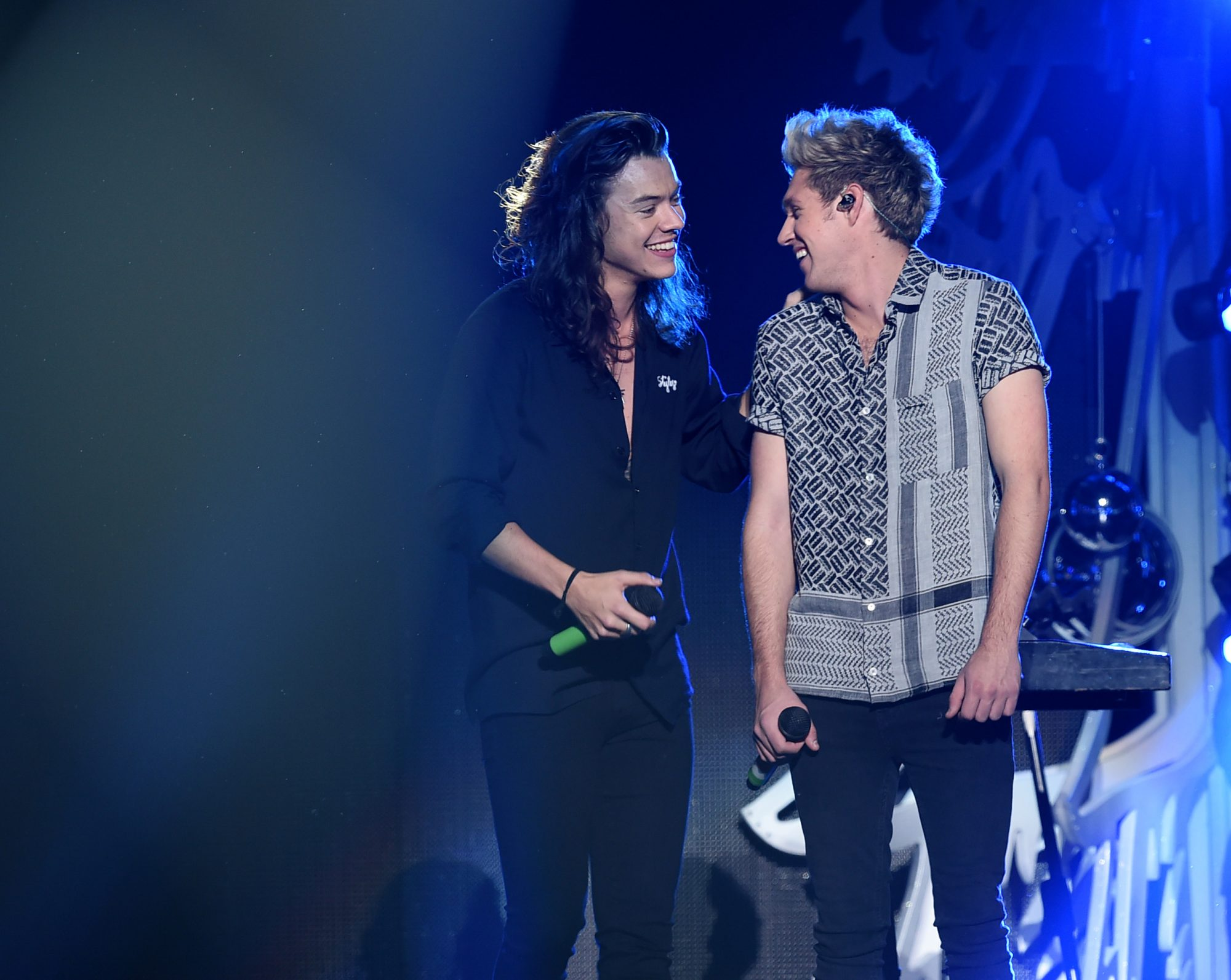 LOS ANGELES, CA - DECEMBER 04:  Recording artists Harry Styles (L) and Niall Horan of One Direction perform onstage during 102.7 KIIS FM's Jingle Ball 2015 Presented by Capital One at STAPLES CENTER on December 4, 2015 in Los Angeles, California.  (Photo by Kevin Winter/Getty Images for iHeartMedia)