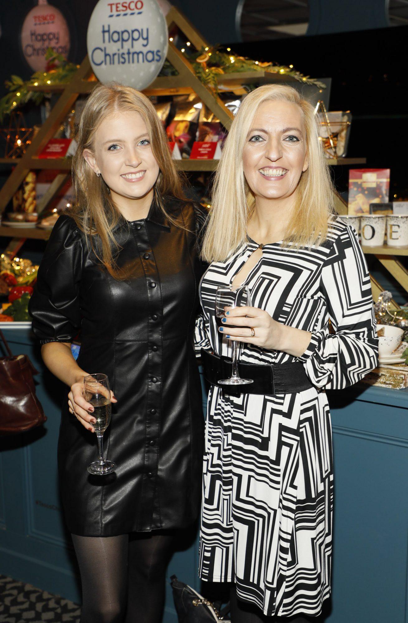 Chloe and Jess Hogan at the Tesco 2019 Christmas Showcase in Dublin's Iveagh Garden Hotel.   Photo: Kieran Harnett