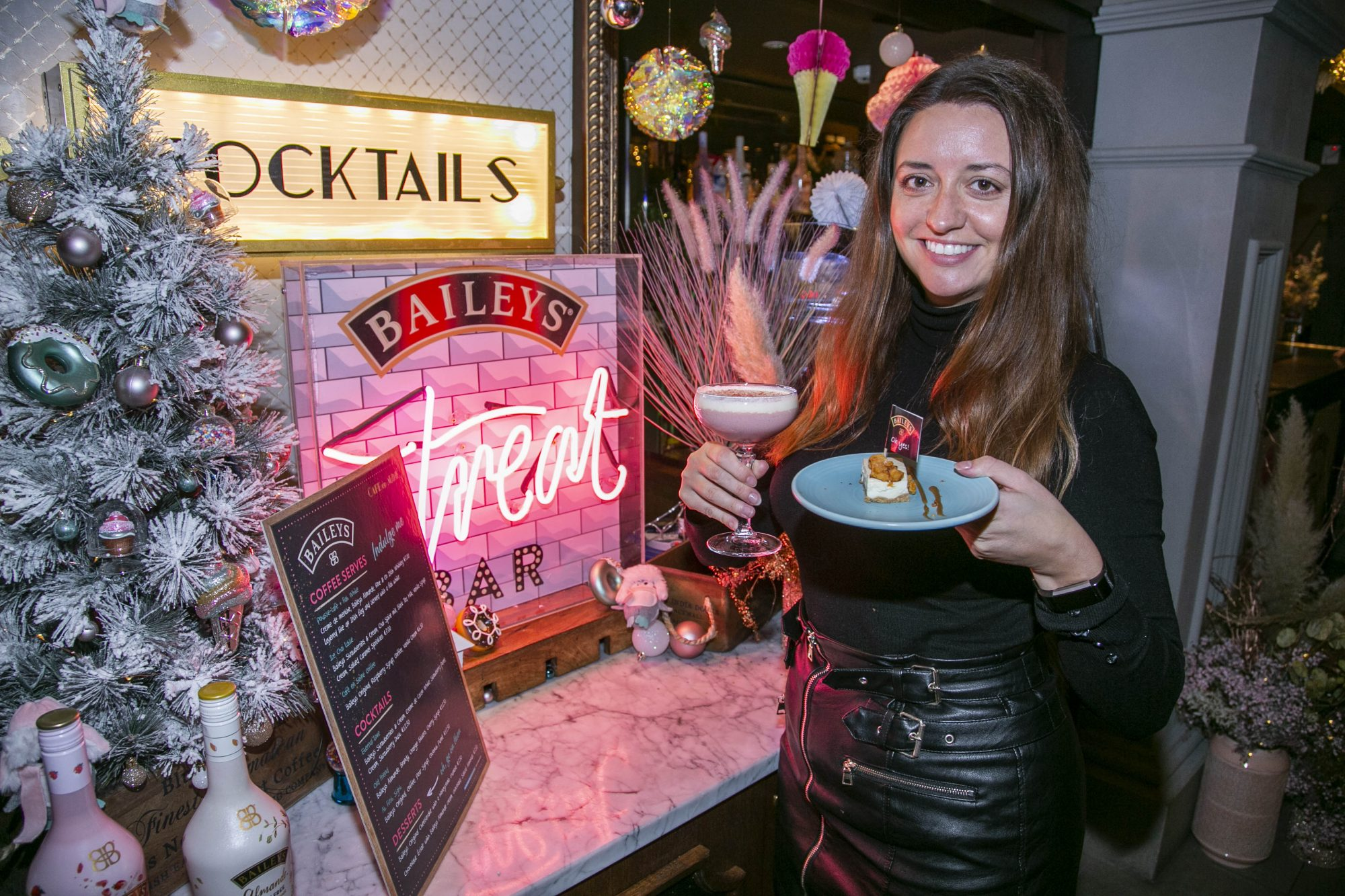 Guests pictured celebrating the launch of Bailey's Treat Bar series with a mix of irresistible exclusive Baileys desserts and cocktails at Café en Seine