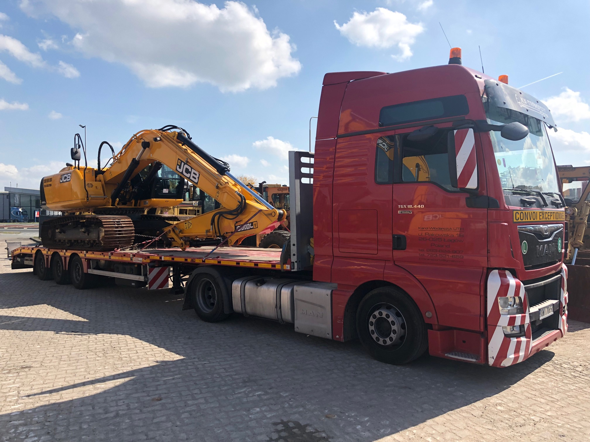 Good looking Tracked Excavator ready to be shipped to its new owner.jpg