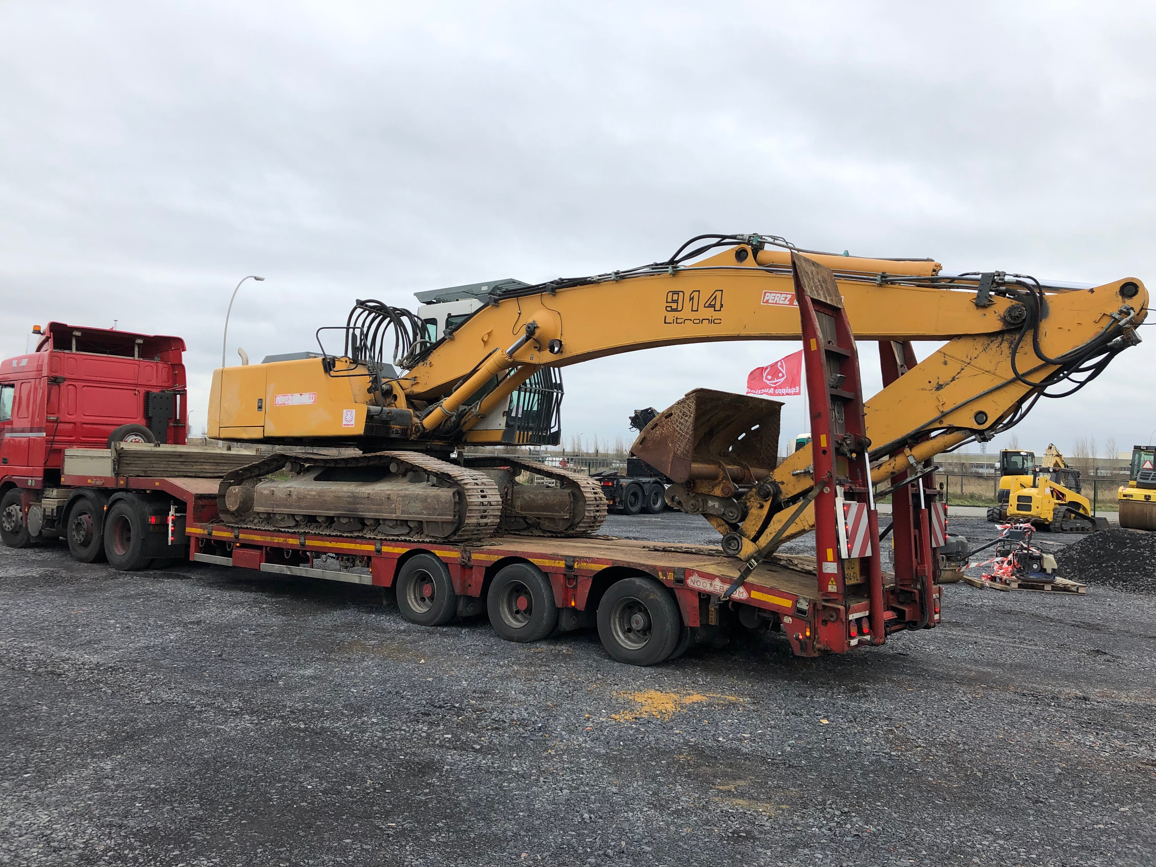 Tracked Excavator recently picked up from Equippo Auction's yard.JPG