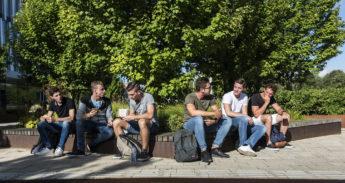campus; woudestein; security; eur; universiteit; university; studenten; lunchen; zon