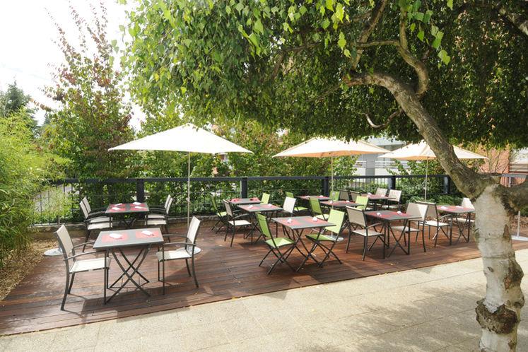 Best Western Plus Maurepas Saint-Quentin - Terrasse
