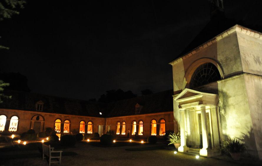 Domaine de Courson - Écuries du Duc de Padoue de nuit