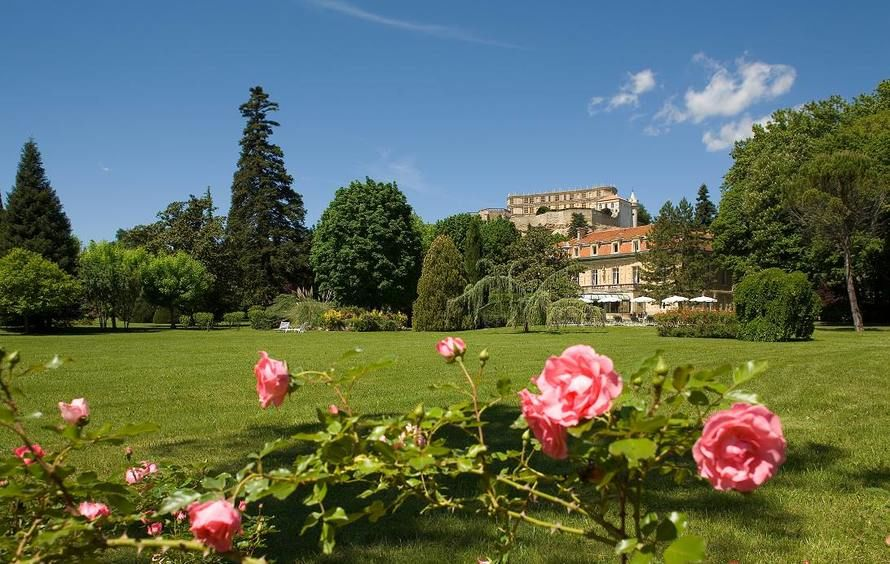 Manoir de la Roseraie - Roses dans le Parc du Manoir