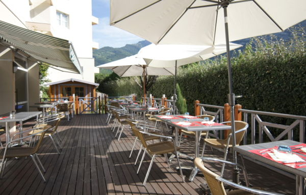 Hotel Kyriad Grenoble Nord Le Fontanil - Terrasse