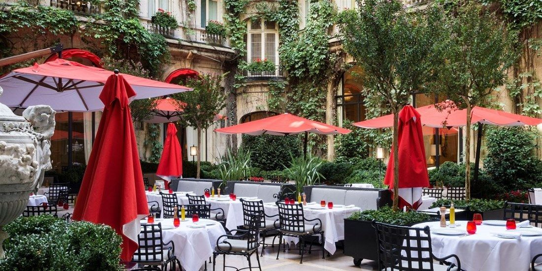 Hotel Plaza Athenee Paris - Cour Jaridn