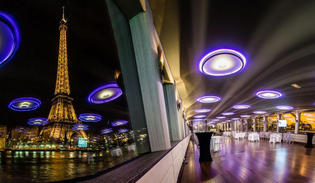 Yacht Diamant Bleu - Vue sur la Tour Eiffel