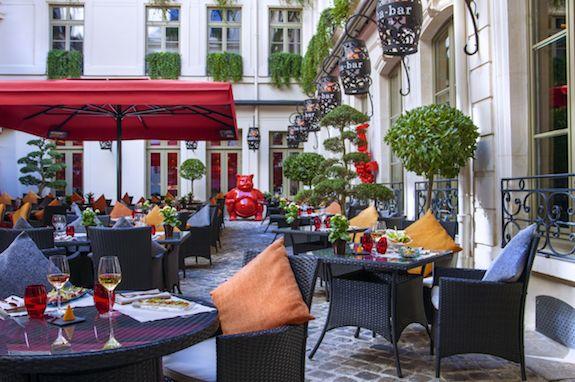 Buddha Bar Hôtel - La cour pavée 2