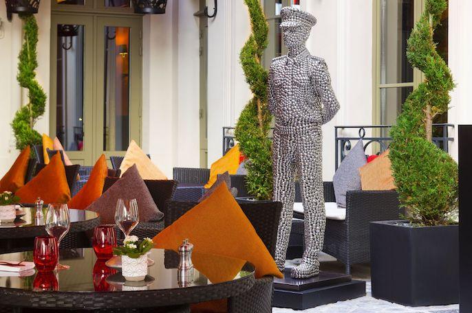 Buddha Bar Hôtel - La cour pavée