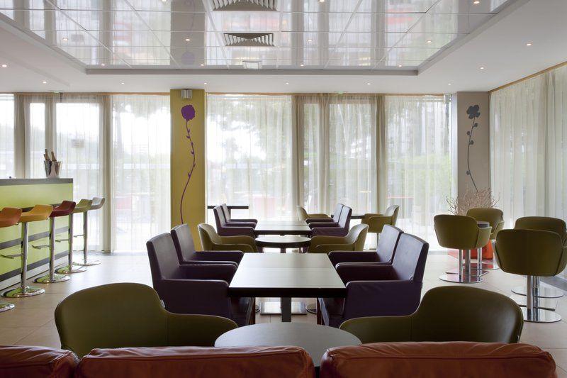Holiday Inn Express Paris Canal de la Vilette - Bar et salon