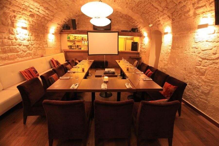 Café Louise - Cave en disposition U