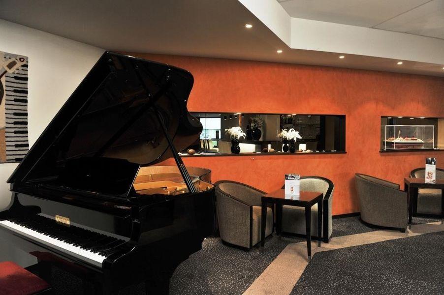 Mercure Maurepas Saint Quentin - Piano