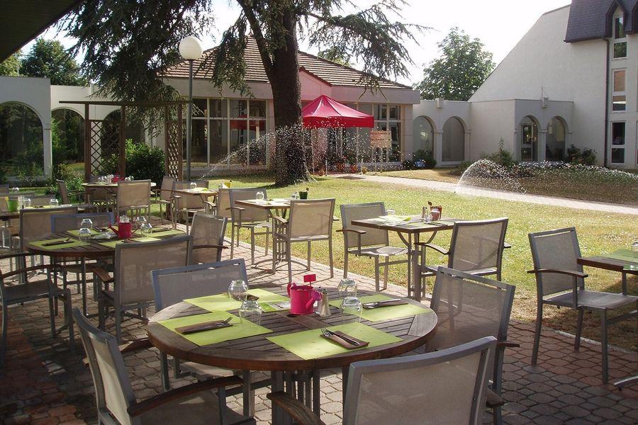 Hotel Mercure Parc du Coudray - Terrasse restaurant