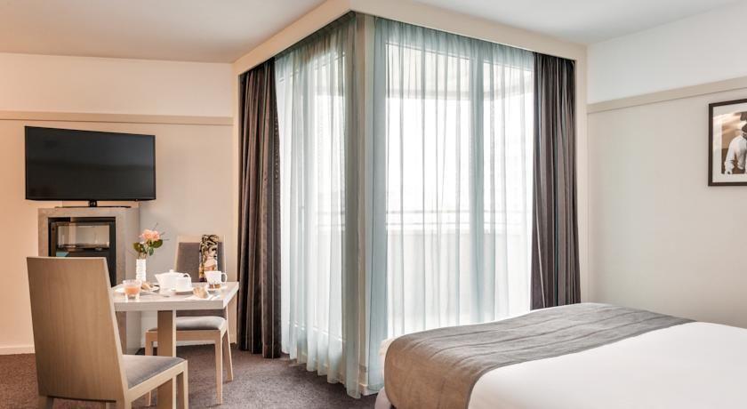 Holiday Inn Montparnasse Pasteur - Chambre avec teraase
