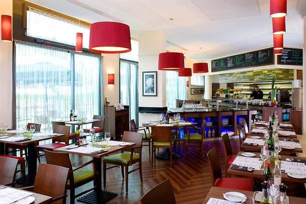 Courtyard Paris Saint Denis Restaurant