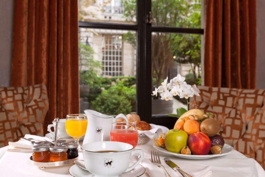 Le Pavillon de la Reine **** Petit-déjeuner