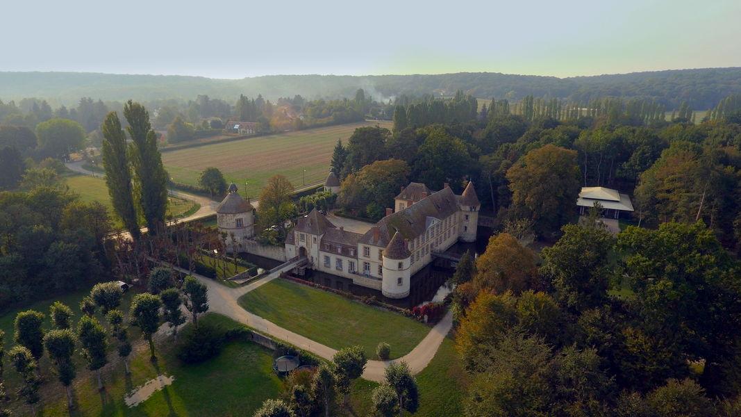 Château de la Cour Senlisse Château de la Cour Senlisse