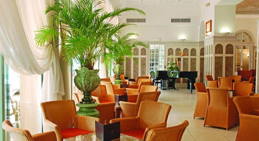 Hôtel Le Royal Westminster *** 9