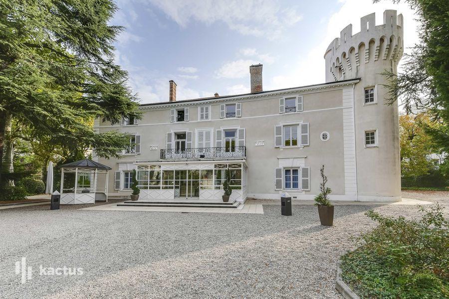Chateau de montchat facade