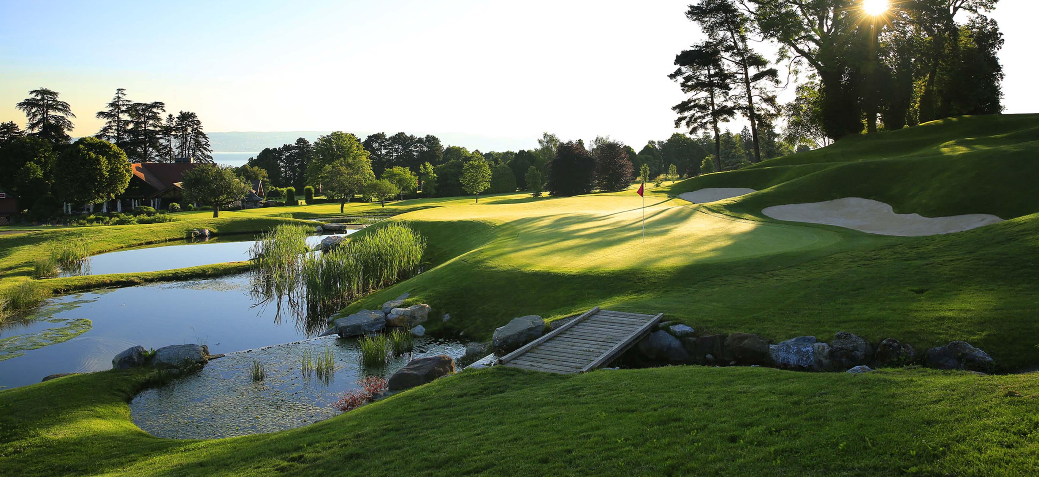 parcours 18 trous de l 39 evian resort golf club vue sur le lac l man. Black Bedroom Furniture Sets. Home Design Ideas