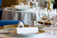 2-hotel-5-stars-palace-luxe-restaurant-les-fresques-table-2