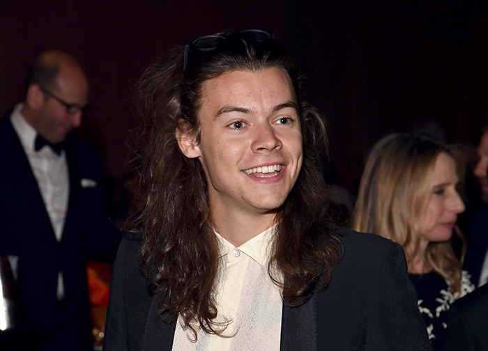 PIC] Harry Styles Cuts Off All His Hair For Charity