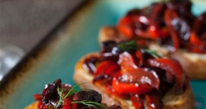 Crostini with Peppers Fig and Balsamic Dressing