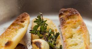 Italian Garlic and Thyme Crostini