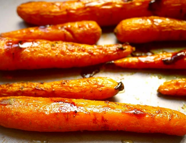 Glazed Carrots with Turmeric and Maple Syrup