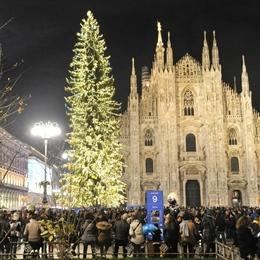L'albero di Natale in Piazza Duomo a Milano brilla anche grazie a noi!