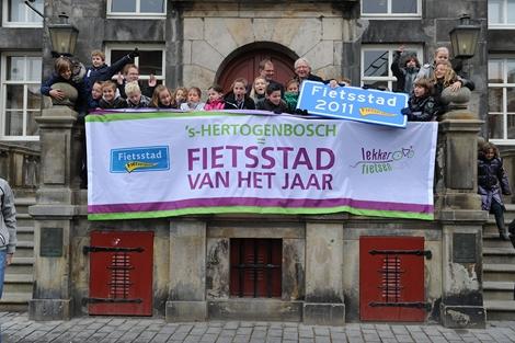 's-Hertogenbosch viert feest op het bordes na verkiezing Fietsstad 2011