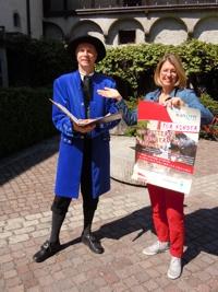 Gästeführer Andreas Rommel und die Leiterin des Gästeamts Wangen, Belinda Unger, haben sich eine Stadtführung für Kinder ausgedacht.