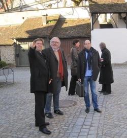 Oberbürgermeister Michael Lang und der Sanierungsbeauftragte Joachim Scheible führten die Besucher aus Stuttgart auch in die Historie der Wangener Stadtsanierung ein.